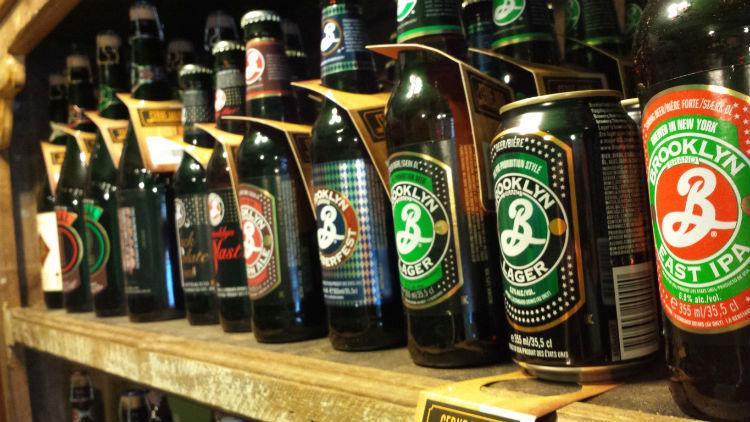 Importação de cervejas super premium cresce, mas migra para produtos mais baratos.
